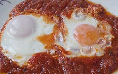 Αυγά μάτια με ντομάτα